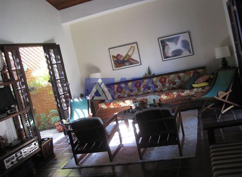 Casa PLinda_009 lado direito da sala e jardim interno a esquerda2