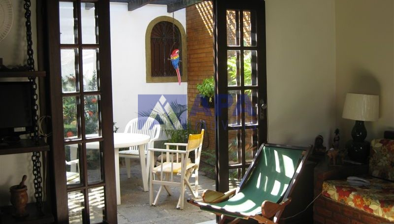 Casa PLinda_012 parcial jardim interno visto da sala