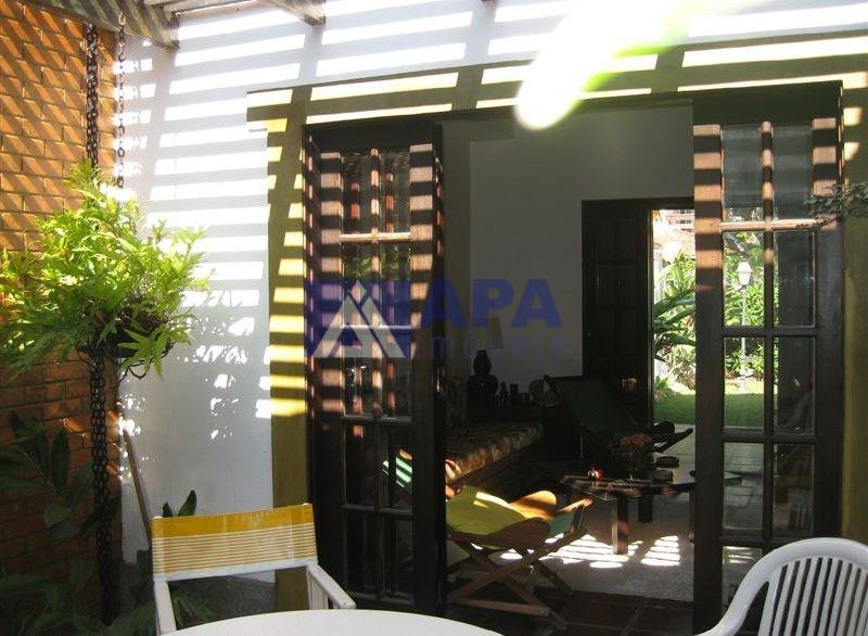 Casa PLinda_014 vista parcial do jardim interno sala e jardim2