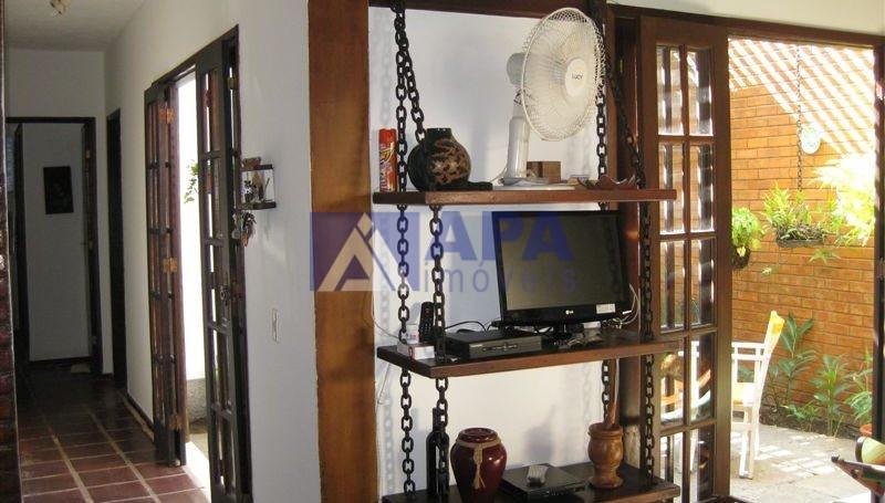 Casa PLinda_018 corredor acesso quartos e jardim interno